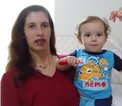 Gláucia Osório aniversariante do dia 20.  Na foto, com o sobrinho Gabriel Guimarães Ribeiro que no dia 18 completou seu primeiro aniversário