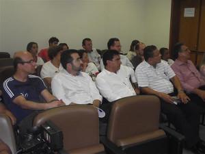 Vereadores, representantes de hospitais e comunidade religiosa durante audiência realizada na tarde de ontem. Foto: Gazeta do Triângulo