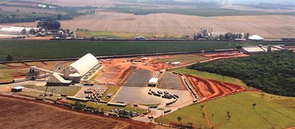 Um dos maiores terminais de recepção, armazenagem de grãos e transbordo da America Latina está em Araguari