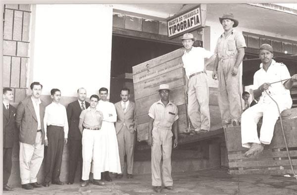 Chegada de uma máquina linotipo na sede da Gazeta em 1956. Foto: Arquivo