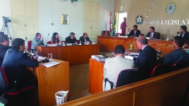 Servidores municipais participaram da reunião na Câmara