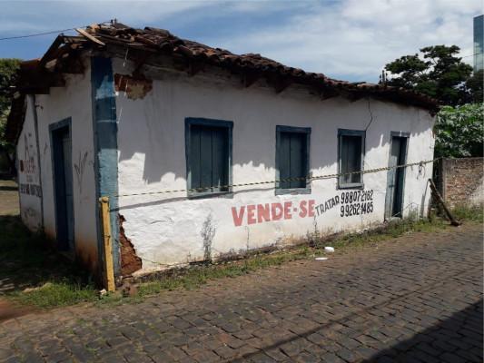 Uma das primeiras residências construídas no município, localizada na rua Aurélio de Oliveira
