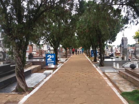 Mais de 40 mil pessoas poderão visitar os cemitérios da cidade no Dia de Finados
