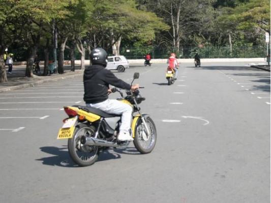 Em algumas autoescolas existe a possibilidade de inclusão da carteira para motocicletas