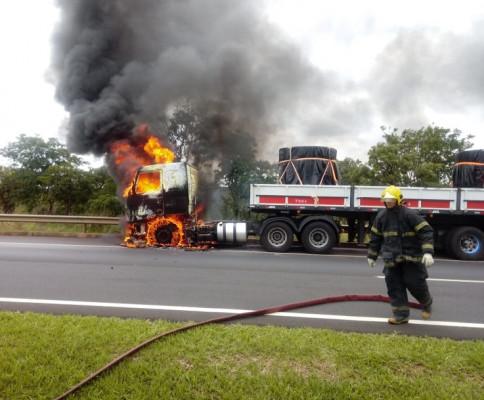 A 2ª Companhia de Bombeiros Militar de Araguari fez um exercício de evacuação na Upa Araguari