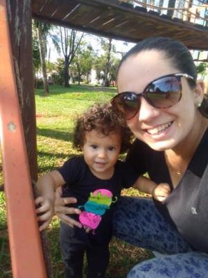 Alessandra Beatriz, dia 13, e a filha Beatriz, dia 9