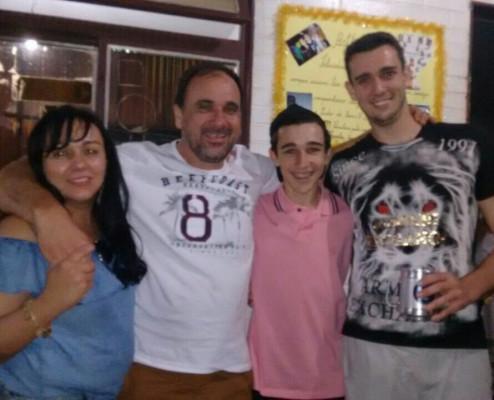 Lilian Fernandes O. Leão aniversariante de hoje  juntamente com marido Cláudio Leão, filhos Víctor Hugo Leão e Arthur Leão