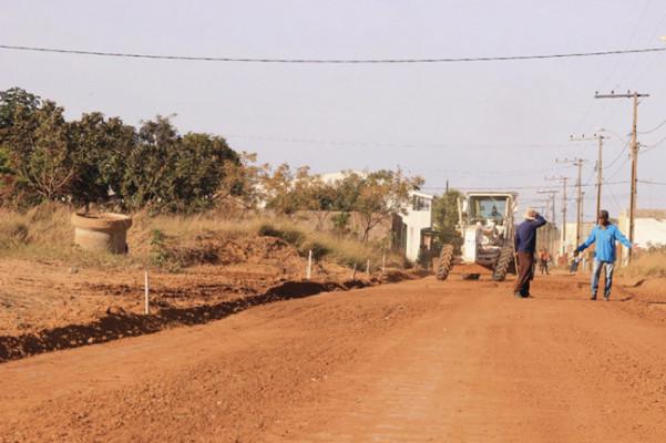 Munícipes questionam ainda a demora na entrega da obra, visto que foram informados pela gestão municipal que a mesma seria concluída em 2019