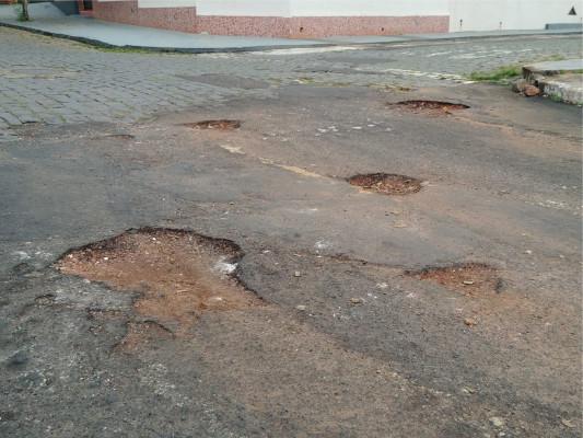 Alguns serviços como a operação tapa-buracos não estão sendo realizados devido à incidência de chuvas dos últimos dias