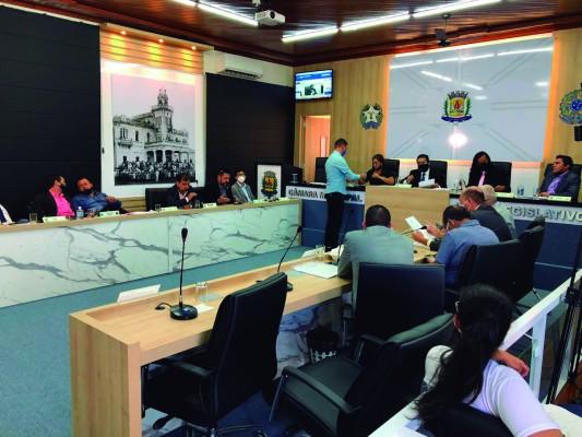 Vereadores se reúnem em sessão legislativa na manhã desta terça-feira