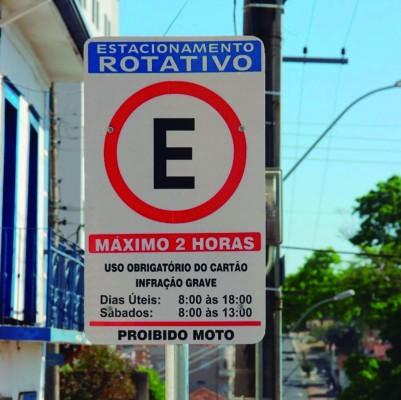Diante da reabertura dos estabelecimentos comerciais há algumas semanas, o movimento no estacionamento rotativo se intensificou expressivamente