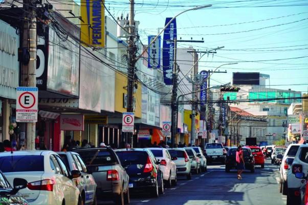 O comércio segue aberto em Araguari, devido à permanência na onda amarela do Minas Consciente