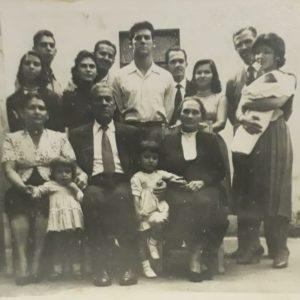 Augusto Muniz ladeado da família, em Araguari
