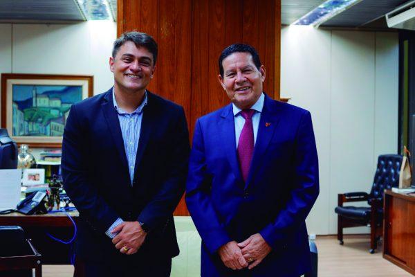 O prefeito eleito foi recebido pelo vice-presidente da República, em Brasília